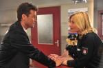 Dr. Jan Bergmann (Wayne Carpendale) wendet sich hilfesuchend an Melanie (Sanna Englund)