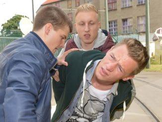 Vince (Vincent Krüger, r.) mit Tim (Robin Meisner, l.) und Constantin (Lucas Lentes)