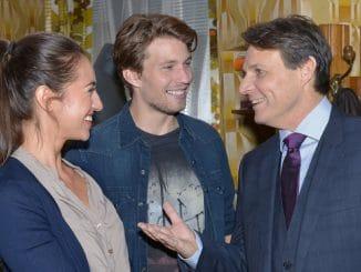 Elena (Elena Garcia Gerlach), Dominik (Raul Richter) und Gerner (Wolfgang Bahro, r.)