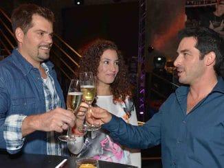 Leon (Daniel Fehlow, l.), Ayla (Nadine Menz) und Tayfun (Tayfun Baydar)