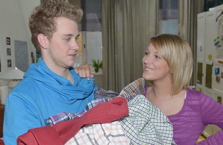Jonas (Felix van Deventer) und Lilly (Iris Mareike Steen)
