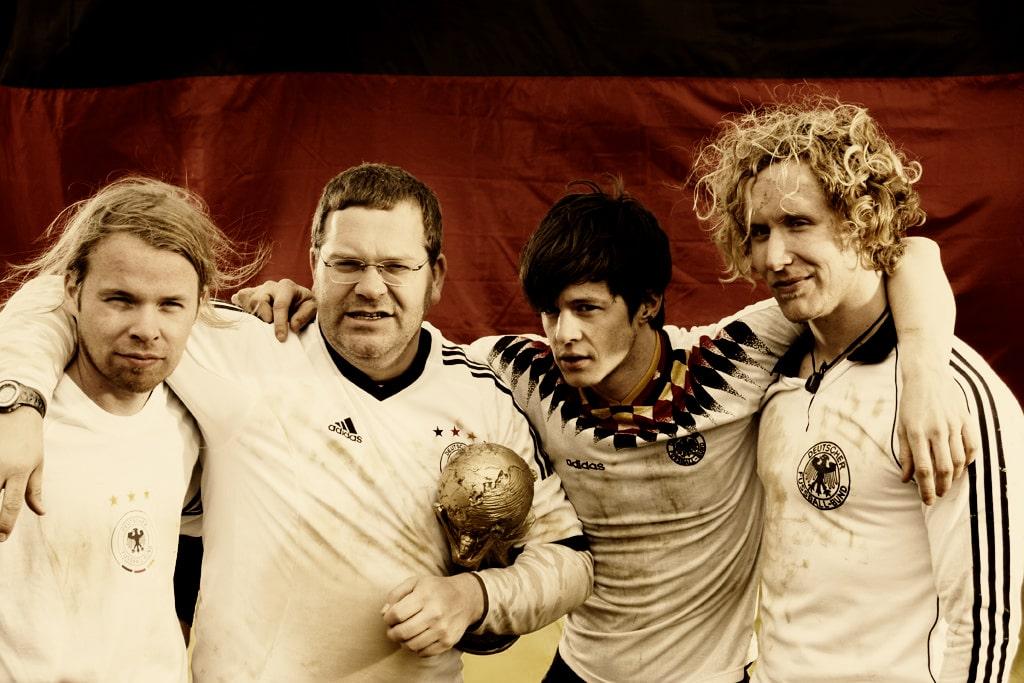 """Singles zur Fußball WM 2010: Elton und Peilomat mit """"Weltmeister"""" - Musik News"""