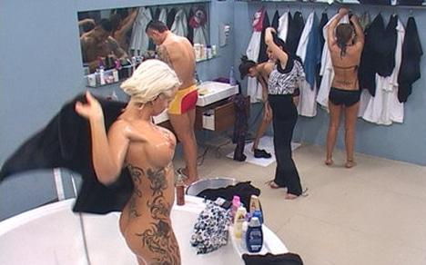Sexy Cora nackt im Big Brother Haus 2010