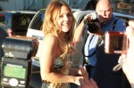drew-barrymore-greets-her-public-the-premiere-her-movie-going-the-distance