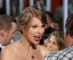 taylor-swift-arrives-the-easy-premiere-los-angeles