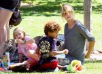 heidi-klum-spends-day-the-park-with-her-children