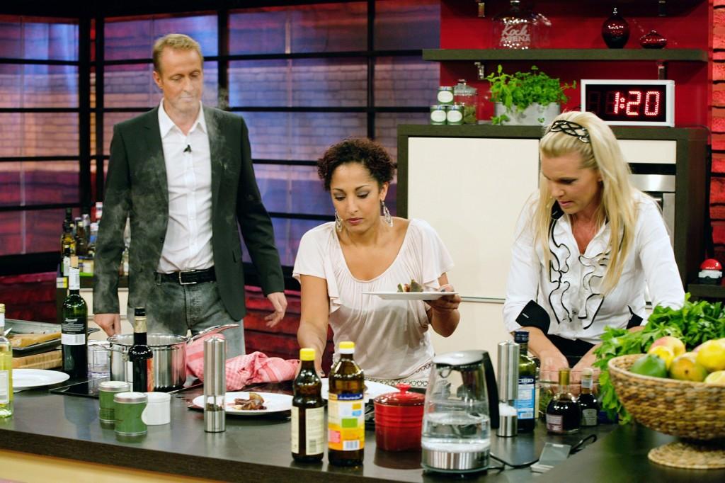 """""""Promi Kocharena"""" mit Maja Prinzessin von Hohenzollern, Jessica Wahls, Steffen Wink, Ayman und Florian Simbeck - TV News"""
