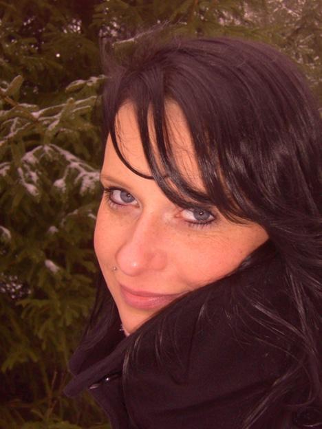 Katharina T im Wald