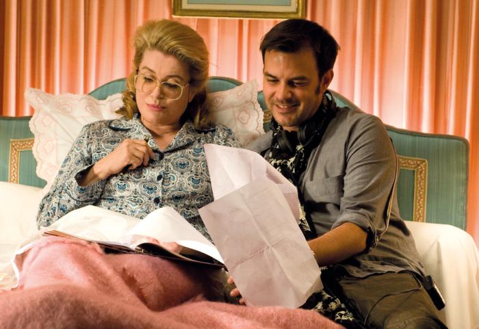 Catherine Deneuve mit Regisseur François Ozon