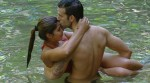 Jay Khan mit Indira Weis im Wasser
