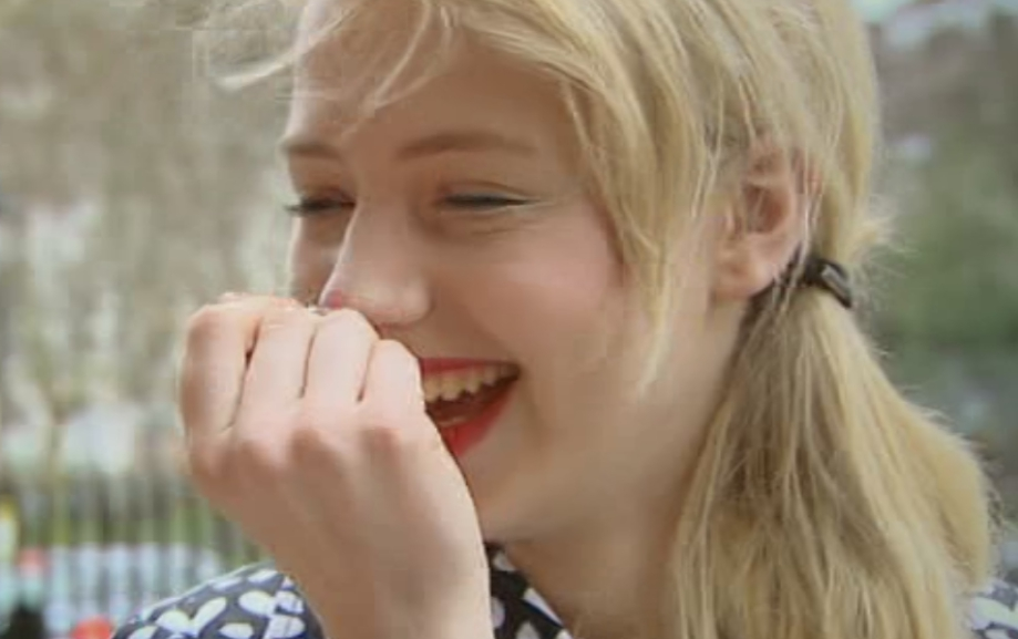 Sarah belügt Anna-Lena GNTM 2011