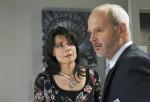 Barbara (Nicola Tiggeler, l.) gesteht Götz (Andreas Borcherding, r.), dass sie sich an Robert rächen will.