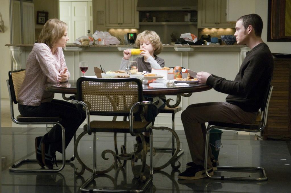 Meredith (Jodie Foster) mit ihren Söhnen Porter (Anton Yelchin) und Henry (Riley Thomas Stewart)