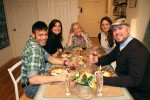 V.l.: Sidney (34), Karin (38), Gastgeberin Sabine (45), Amandine (28) und Chris (42)