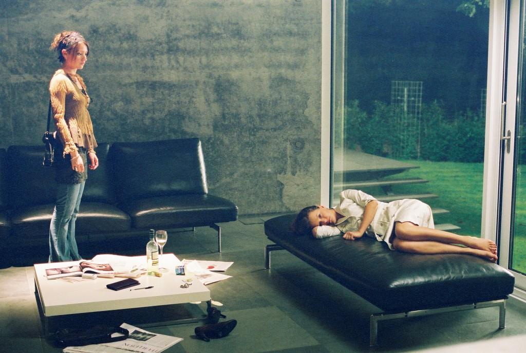 Sowohl Lisa (Lisa Maria Pothoff, l.) als auch Katharina (Stefanie Stappenbeck, r.) fühlen sich mit ihren Problemen allein gelassen.