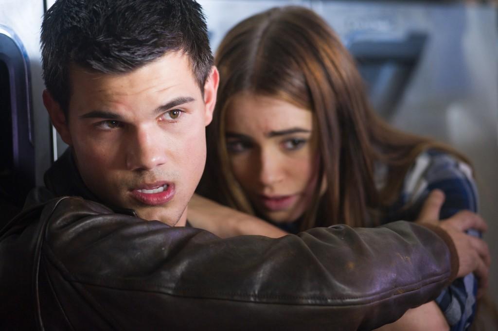 Taylor Lautner und Lily Collins in Atemlos