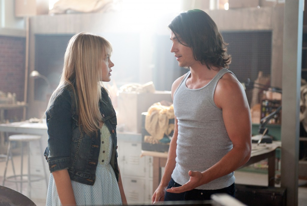 Aimee Teegarden und Thomas McDonell