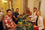 v.l.: Jacob (30), Oliver (38), Gastgeberin Lea (30), Raimund (48) und Tanja (40)