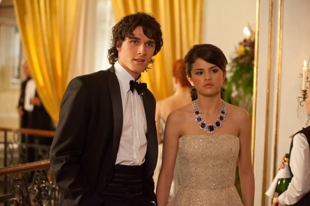 Theo (Pierre Boulanger), Grace (Selena Gomez)