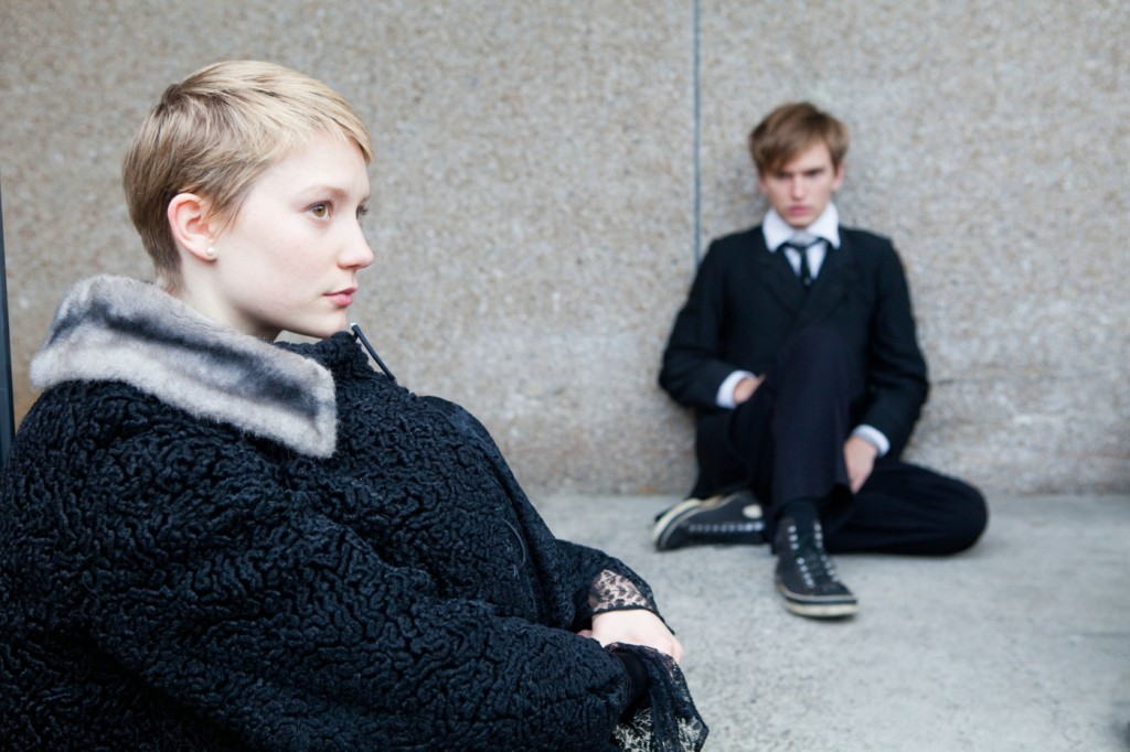 "MIA WASIKOWSKA (""Annabel"") und HENRY HOPPER (""Enoch"") in Sony Pictures' RESTLESS."