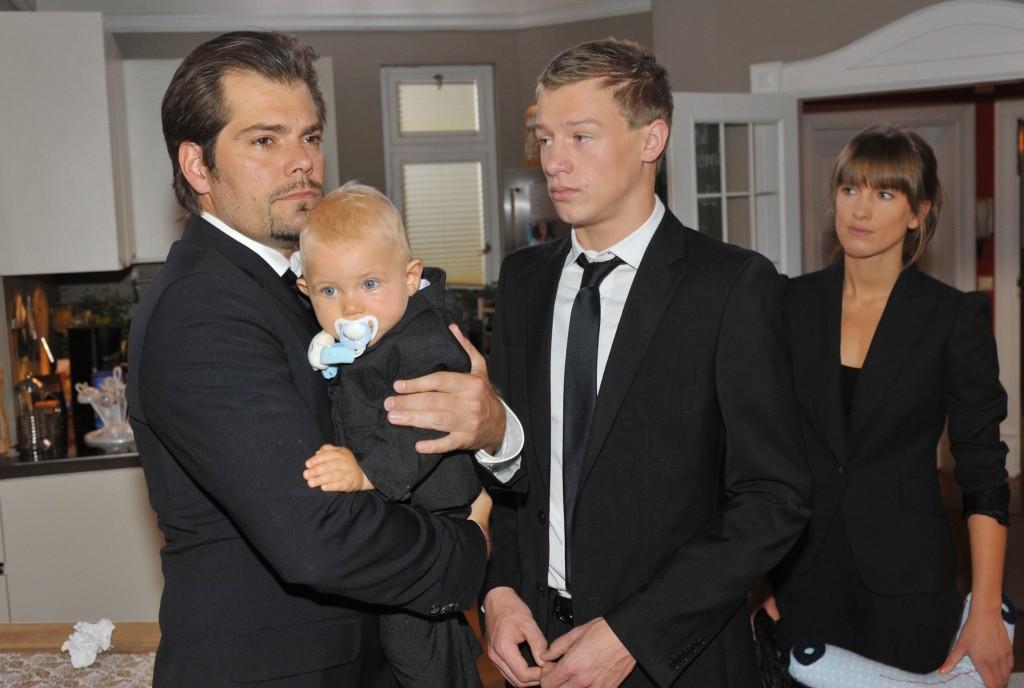 Leon (Daniel Fehlow, li.),Vince Köpke (Vincent Krüger) und Pia Koch (Isabell Horn)