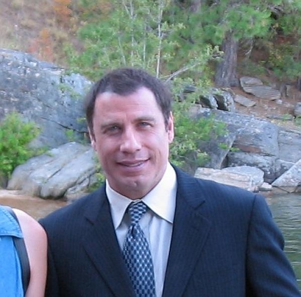 John Travolta nimmt Auto-Diebstahl gelassen - Promi Klatsch und Tratsch