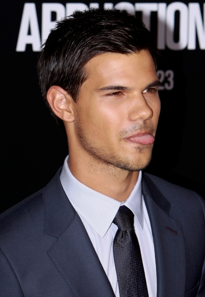 """Taylor Lautner - """"Abduction"""" Hollywood Premiere - Arrivals - Grauman's Chinese Theatre"""