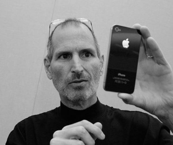 Apple-Mitarbeiter gedenken Jobs mit Musik von Coldplay - Promi Klatsch und Tratsch