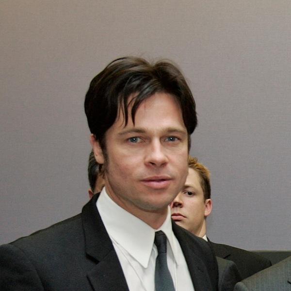 Brad Pitt gibt für seine Kinder das Rauchen auf - Promi Klatsch und Tratsch