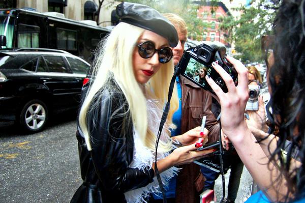 Lady Gaga dreht ab: Familienplanung mit Schaf! - Promi Klatsch und Tratsch