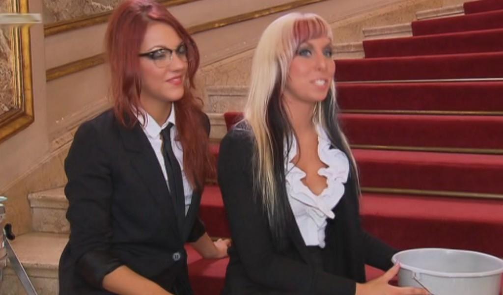 Shari und Sarah Car Wash Supertalent 2011