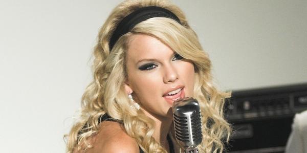 Taylor Swift schreibt Songs in der Nacht - Promi Klatsch und Tratsch