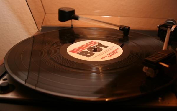 Magazin: Absatz von Vinyl-Schallplatten steigt - Musik News