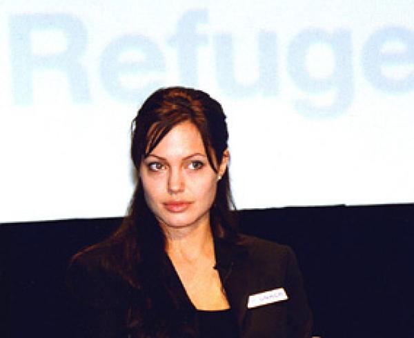 Angelina Jolie ist kein Party-Typ - Promi Klatsch und Tratsch