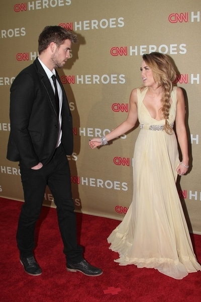 Liam Hemsworth and Miley Cyrus - 2011 CNN Heroes: An All-Star Tribute