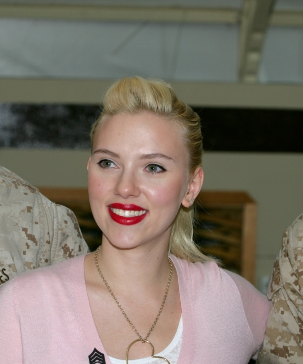 Scarlett Johansson hat Angst vor Vögeln - Promi Klatsch und Tratsch