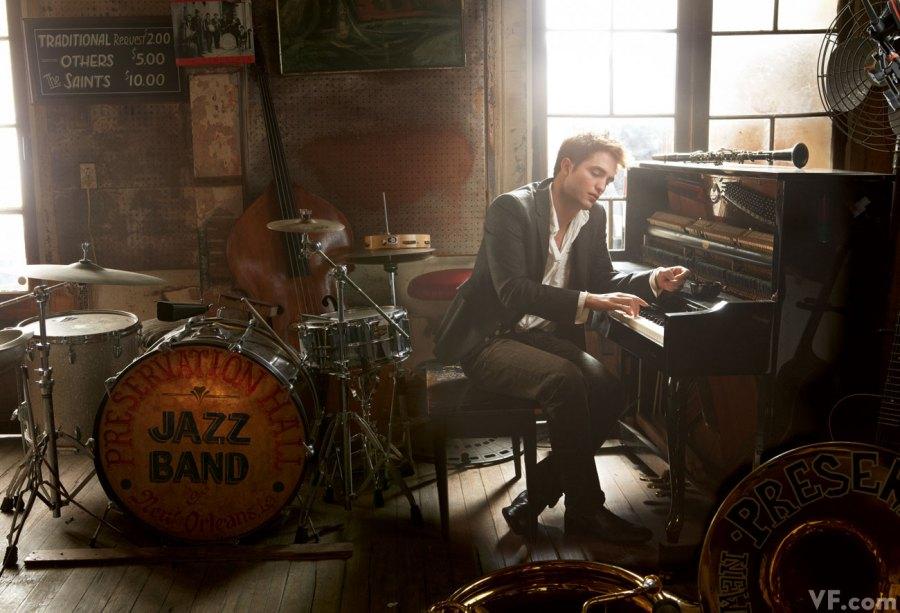 Robert Pattinson am Piano! Lust auf Musik! - Promi Klatsch und Tratsch