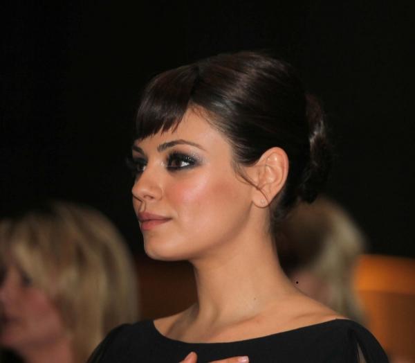 Mila Kunis wird neues Gesicht der Modemarke Dior - Promi Klatsch und Tratsch