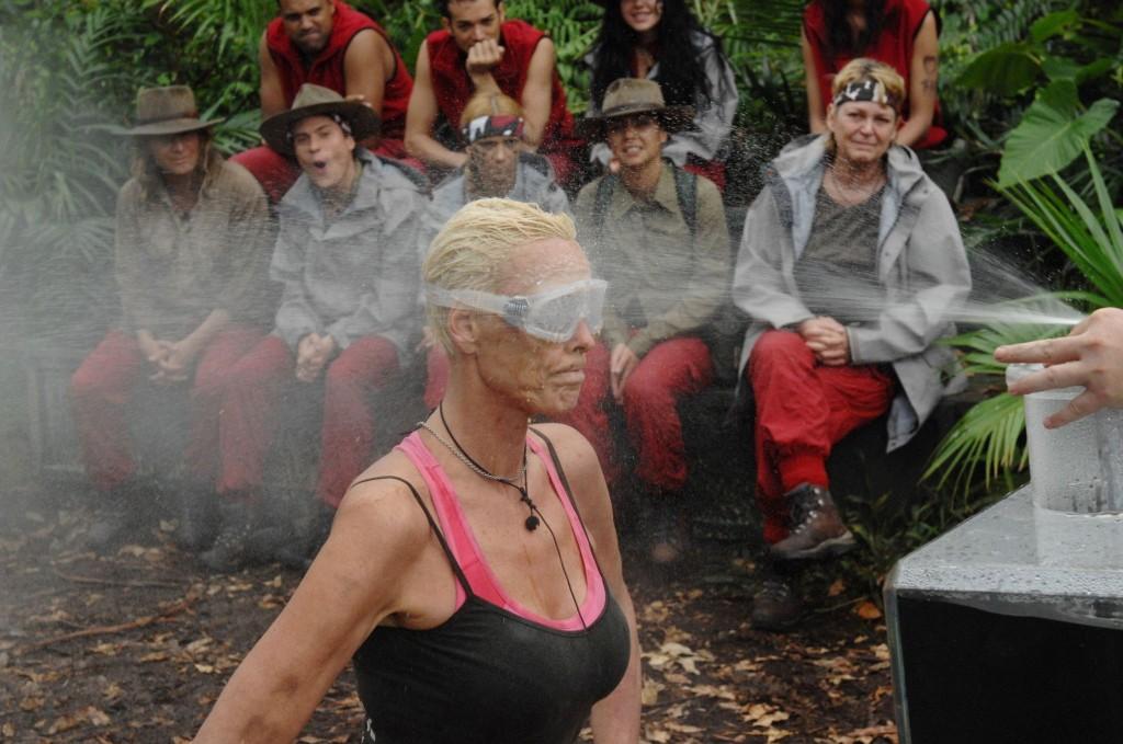Dschungelcamp 2012 Brigitte Nielsen Bei Prufung Mit Publikum