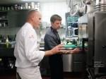 Küchenchef Ralf Zacherl (l.) und Koch Thomas Reincke
