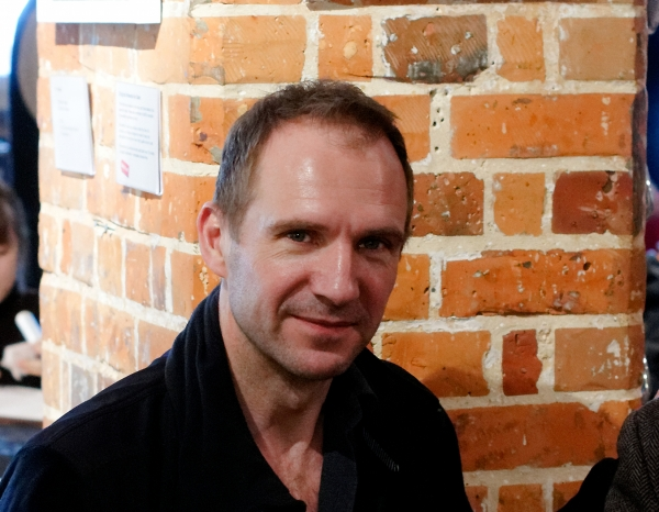 Ralph Fiennes freut sich über jüngere Fans - Promi Klatsch und Tratsch