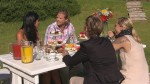 """Anja (li.) ist bei Paul zu Beusch und lernt seine """"Ersatzmutti"""" Gaggi und Schwester Anna (re.) kennen"""