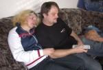 Steffi (26) und ihr Mann Karsten (36) verbringen viel Zeit vor dem Fernseher und dem PC..