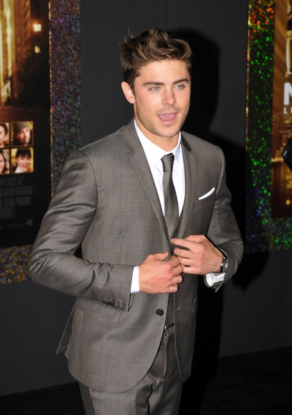"""Zac Efron - """"New Year's Eve"""" Los Angeles Premiere - Arrivals"""