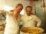Gemeinsam wollen sie neuen Schwung in die Küche bringen: Frank Rosin (l.) und Koch Jochen (r.) ...