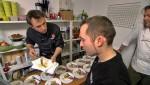 Wie wird den Kochprofis Frank 'Fo' Oehler (li.), Ole Plogstedt und Andi Schweiger (re.) das Testessen im 'Nirvana' schmecken..?