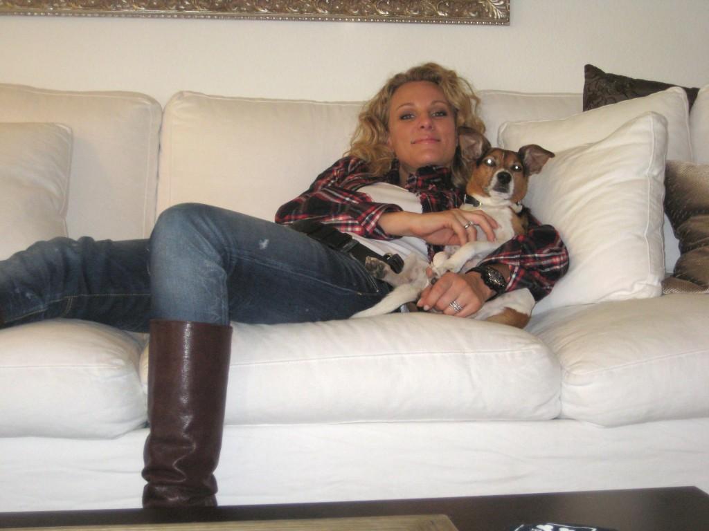 """Christina Surer mit ihrem Hund """"Rooky""""."""