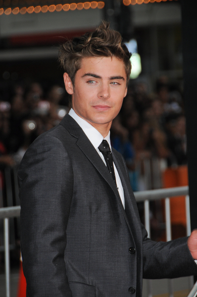 "Zac Efron - ""Charlie St. Cloud"" Los Angeles Premiere - Arrivals - Regency Village Theatre"