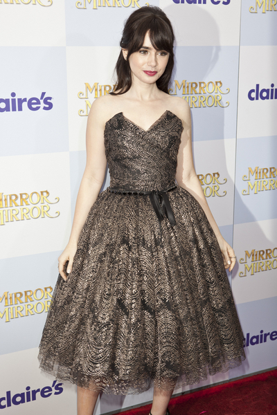 """Lily Collins - """"Mirror Mirror"""" Los Angeles Premiere - Arrivals - Grauman's Chinese Theatre"""