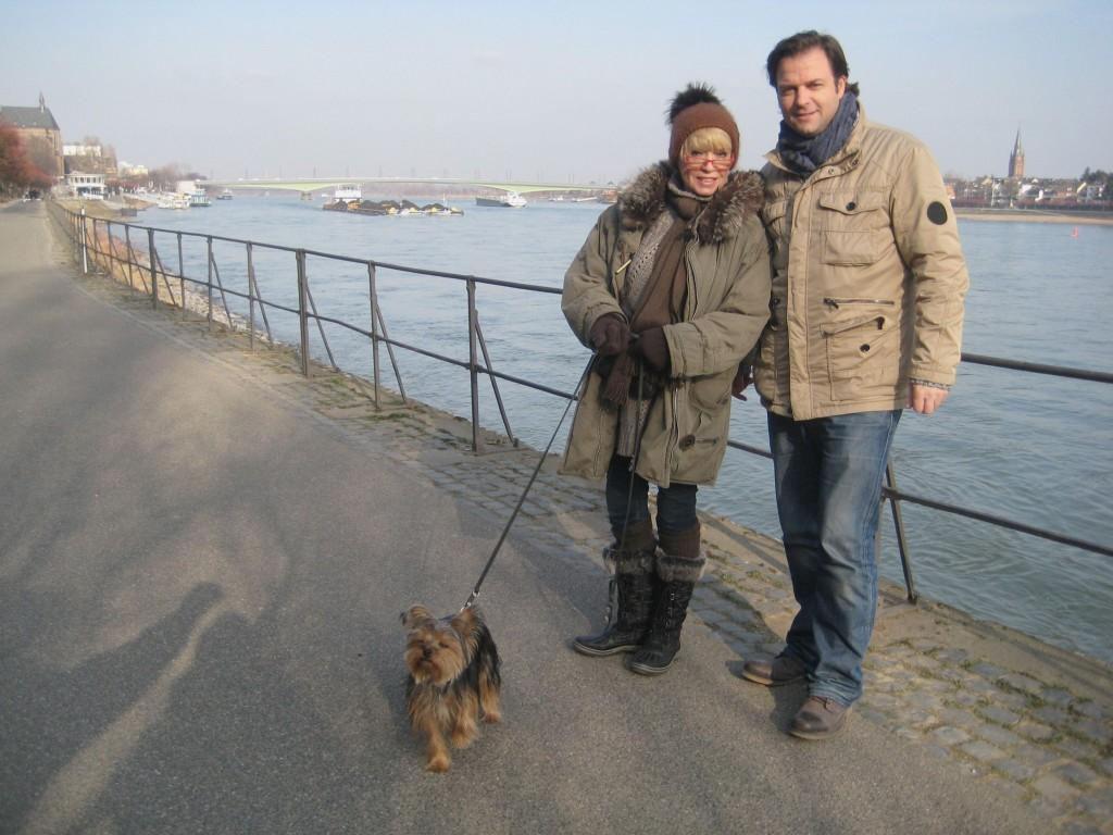 """Ingrid Steeger und """"Eliza Doolittle"""" mit Hundetrainer Martin Rütter"""